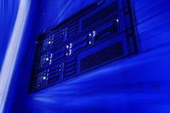 Serverdata-warehouse-Rechenzentrum in der futuristischen Unschärfe Stockbild