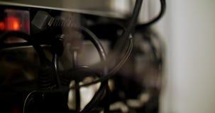Serverkabels en lampen stock footage