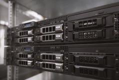 Servermaskinvara i en datacenter arkivbilder