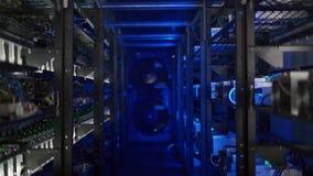 Serverruimte voor crypto muntmijnbouw stock video