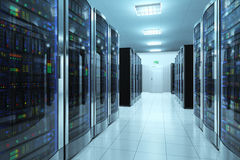 Serverrum i datacenter Arkivbilder