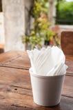 Servet of papieren zakdoekje in een kop Stock Fotografie