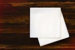 Servett på träbakgrund Fotografering för Bildbyråer