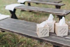 Servetten verfraaide verpakkende doos gelukkig voor u royalty-vrije stock fotografie