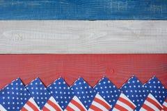 Servetter på den röd, vit- och blåtttabellen Royaltyfria Bilder