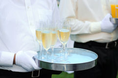 Serveur avec le champagne images stock
