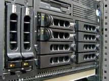 Serveur de réseau dans l'armoire Photographie stock libre de droits