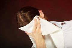 Serveur fatigué essuyant son visage Images libres de droits