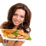 Serveurs portant des plats avec de la viande sur le blanc Photos libres de droits