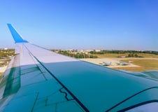Serviço aéreo moderno no aeroporto para os passageiros e a bagagem, co Imagens de Stock Royalty Free