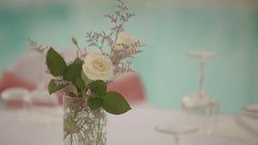 Serviço bonito da tabela do casamento excelente vídeos de arquivo