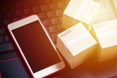 Serviço de compra da entrega em linha do comércio eletrônico do conceito da compra Squa Fotos de Stock