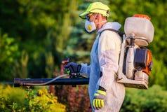 Serviço de controlo de pragas do jardim imagens de stock royalty free