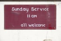 Serviço de domingo todo o sinal bem-vindo na igreja para a adoração religiosa fotos de stock royalty free