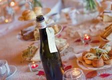 Serviço de lanche com vinho espumante Luxo inglês tradicional foto de stock