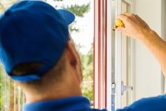 Serviço de manutenção plástico da janela do pvc Imagem de Stock