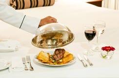 Serviço de sala delicioso do hotel Fotos de Stock Royalty Free