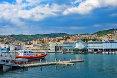 Serviço de salvamento do barco salva-vidas em Genoa Harbour, Itália na Páscoa 2019 foto de stock royalty free