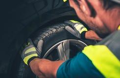 Serviço do pneu e da roda fotos de stock