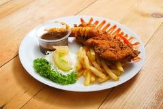 Serviço do tempura da galinha na placa Imagem de Stock