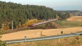 Serviço do trem de passageiros no país, video estoque