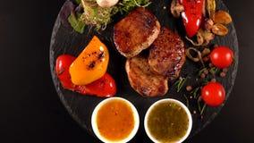 Serviço gourmet de vegetarianos da faixa e do assado da carne de porco filme