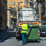 Serviços de reciclagem urbanos do desperdício e do lixo Fotos de Stock Royalty Free