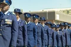 - Serviços policiais africanos na parada - close up sul dos oficiais Foto de Stock
