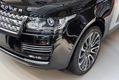 Servië; Belgrado; 2 april, 2017; voorkant van zwart Land Rover; Stock Afbeeldingen