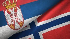 Servië en Noorwegen twee vlaggen textieldoek, stoffentextuur vector illustratie