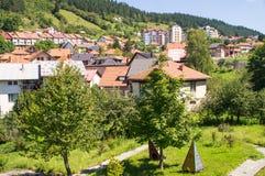 Servië: Stad Nova Varos in de bergen Stock Foto