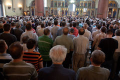 Serviërs in kerk Stock Afbeeldingen