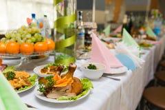 Servi à une table de banquet Photographie stock