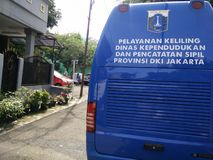 servi?o m?vel para fazer um bilhete de identidade dos childs, Jakarta, Indon?sia 2 de abril de 2019 foto de stock royalty free