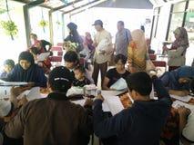 servi?o m?vel para fazer um bilhete de identidade dos childs, Jakarta, Indon?sia 2 de abril de 2019 imagens de stock