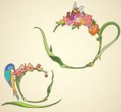 Service à thé avec des fleurs dans le style d'Art Nouveau Images stock