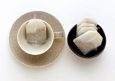 Service à thé avec le fond blanc Photos libres de droits
