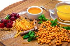 Service à thé des canneberges et d'entrain orange Image libre de droits