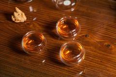Service à thé sur la table en bois Photo libre de droits