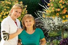 Service âgé de soin images stock