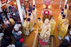 Service épiscopal dans l'église orthodoxe dans la ville de Gomel Évêque Stephen Image stock