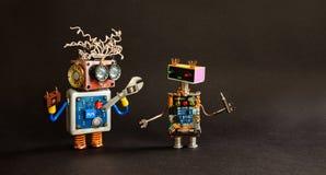 Service arbetar underhållsaffischmallen Mecanical robotar leker med hjälpmedel för skruvmejseln för handskiftnyckelskruvnyckeln k Royaltyfri Bild