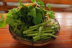 Service avec des légumes image stock
