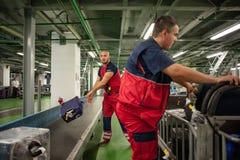 Service de bagages d'aéroport Photographie stock libre de droits
