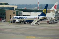 Service de Boeing 737-8AS EI-EMF de ligne aérienne de Ryanair sur l'aéroport de Malpensa Photos stock