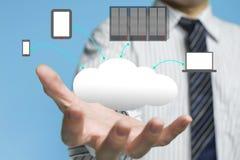 Service de calcul de nuage avec un homme d'affaires Photo stock