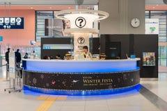 Service de centre d'information à l'intérieur de l'aéroport international de Kansai Images libres de droits