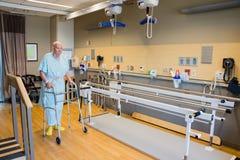 Service de physiothérapie de patient hospitalisé images libres de droits