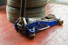 Service de pneu Photographie stock libre de droits