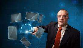 Service de pointe émouvant de nuage d'homme d'affaires Photos libres de droits